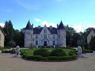 Château de LESTAUBIERE : BERGERAC DORDOGNE Périgord, Douville