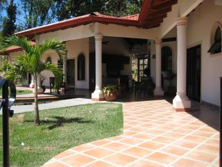 Casa Del Sol - Large 4 master bedroom villa, cool, Ojochal