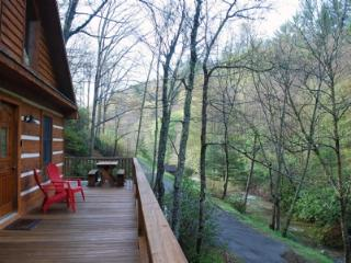 Chasing Rainbows-Creekside_ Hot tub_ Wood Burning Fireplace_ Log Cabin_ Pet