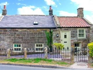HOLLY TREE COTTAGE, stone cottage with woodburner, underfloor heating, luxury bathroom, close good inn, Aislaby Ref 25346