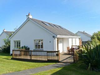 21 BRITTAS BAY PARK, detached cottage, solid-fuel stove, on-site facilities