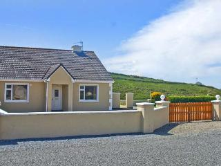 GLASHA MOR, open fire, en-suites, garden, coastal cottage in Doolin, Ref. 26622