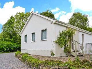 LAKE VIEW COTTAGE, ground floor accommodation, pet-friendly, lakeside position, near Flagmount, Ref. 27217