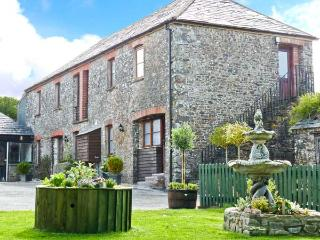 BRAMBLE COTTAGE, first floor apartment, shared garden with BBQ area and fishing lakes, in Hartland, Ref 27039