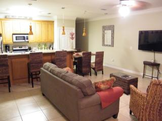 1/2 BLOCK FROM BEACH & SHOPPING, TOTALLY UPDATED,, South Padre Island
