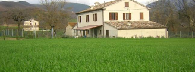 Camagagno - Large farmhouse with 12 sleeps, Urbania