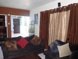 2 Bedroom Apt, 6 Minutes away from Airport Montego Bay