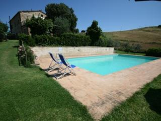 Casa Linda - Farmhouse with 8 sleeps, Casole d'Elsa