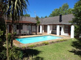 House ideally situated near golf courses and in the heart of the winelands