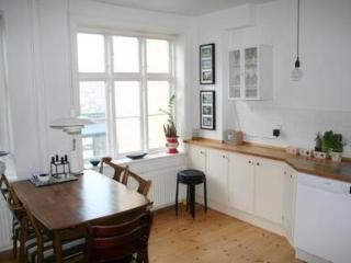Cosy and Stylish Apartment in Charming Vesterbro - 3260, Copenhagen