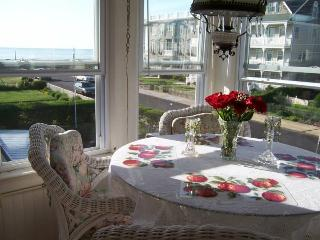 Lovely oceanview rental, just steps to the beach!, Ocean Grove