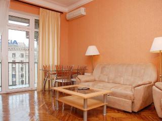 Two bedroom apartment Kreschatyk - concierge,WI-FI, Kiev
