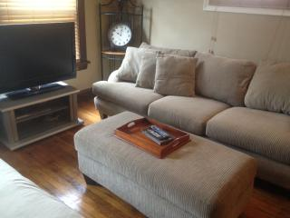 CLEAN, UPDATED AND NEAR DOWNTOWN!!, Cleveland