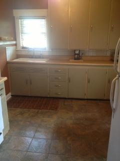 Refinished Kitchen with  stylish tile!