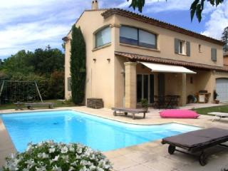 Holiday rental Villas Puyricard (Bouches-du-Rhone), 170 m2, 2 600 €