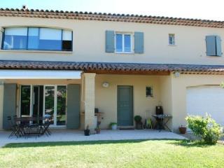 Holiday rental Villas Puyricard (Bouches-du-Rhone), 170 m2, 2 600 €