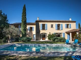Holiday rental Villas Saint Remy De Provence (Bouches-du-Rhone), 500 m2, 4 680 €