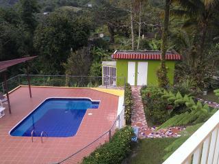 Casa de Campo La Jibarita! (sleeps - 15)