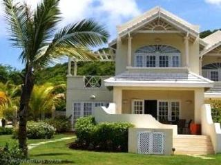 Relax in Private Pool Overlooking Golf Course, Castries