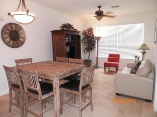 Great 2/ 2 condo minutes from Disney - WiFi, Kissimmee