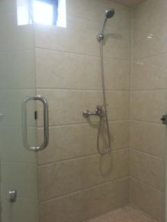 spacious shower..bring your kids together for a comfortable shower after coming back from the beach