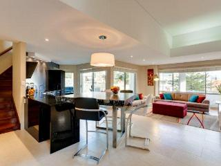 Contemporary Villa - Cottesloe Beach House Stays
