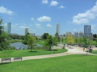 Beautiful Townhome Walk to Downtown Austin & SOCO
