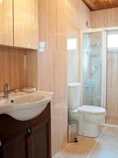 2nd bathroom (3rd floor)
