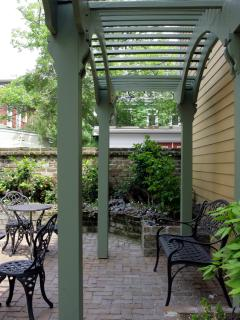 Luxury Carriage House w/Parking close to River St