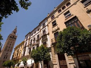 Colonial Apartment next to Cathedral 5 pax., Sevilla