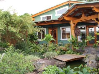 Sunset Suite w/ Ocean View -  Big Island Farmstay, Kealakekua