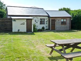 CONTENTION BARN, romantic retreat, pet-friendly, next to pub in Penhallow Ref. 20090