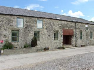 MEADOW VIEW, character barn conversion, country views, en-suites, shared grounds, Cowdale, Buxton Ref. 24391