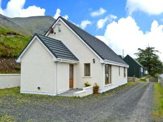 TIGH NA CREAG, detached, all ground floor, off road parking, in Portree, Ref 262