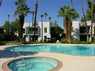 WOW!!! Sweet Palm Springs 2bd/2ba Condo