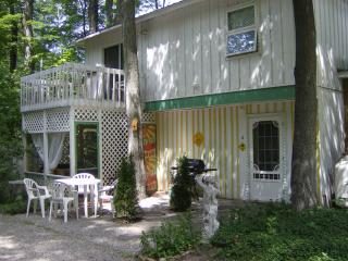 Fido's Retreat, a weekly rental for families of up to 4 - and their pup! (Arf!!)