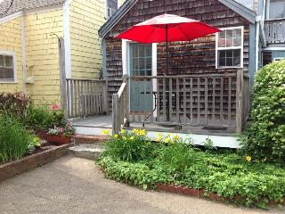 Quiet Intown Cottage by Front Beach, Rockport