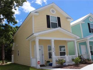 Cute townhome, walk from beach, secluded community, perfect location!