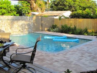 WILTON BUNGALOW WEST, 2Bed/2Bath, Pool, Quiet Area, Fort Lauderdale