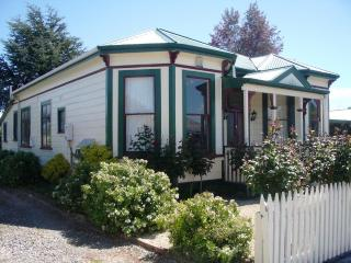 Villa Rosa - Charming turn of the century Villa, Martinborough