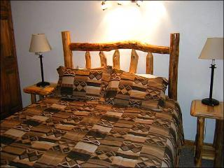 Cozy Mountain Condo - Lots of On-Site Amenities (1350), Crested Butte