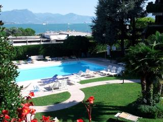Ai Teatri Apartment -lake view. terrace.Airco,WiFi, Desenzano del Garda