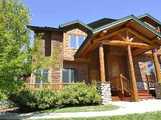 The Enclave 3482 ~ 3 BR's - Book Now for Summer!, Steamboat Springs