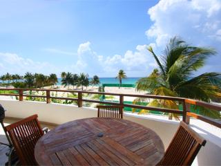 Coco Beach Oceanview Luxury Beachfront Condo- Lolo, Playa del Carmen