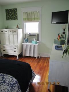 Flat Screen TV Main Floor Bedrooms Queen Bed