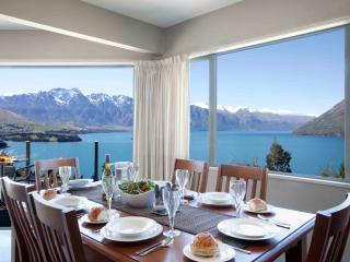 ALPINE VISTA , 3 LEVEL HOME WITH MAGNIFICENT VIEWS, Queenstown