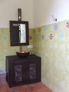 Handmade Sidemen tile bathrooms