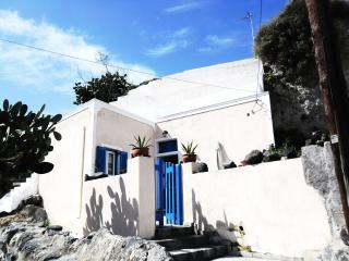 Traditional Bioclimatic Cave house in Santorini