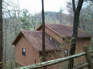 Helton Falls Lodge-Butterfly H-walk to waterfall, Blairsville
