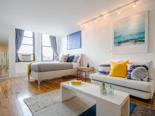 Luxurious Spacious Chelsea Studio !, New York City